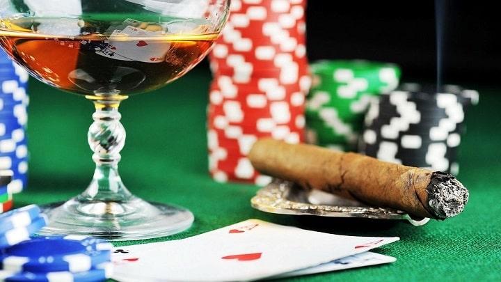 Алкоголь как угроза банкроллу в онлайн казино